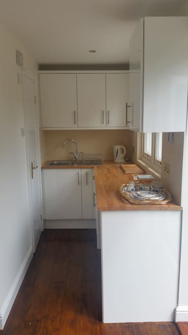 Fully equipped Kitchen with washing machine and cooking facilities