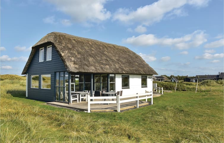 Holiday cottage with 4 bedrooms on 118m² in Ringkøbing