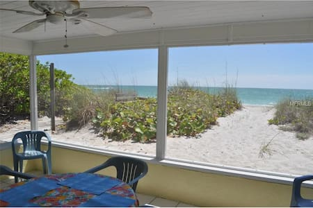 ON the BEACH!  steps from swimming! - Manasota Key