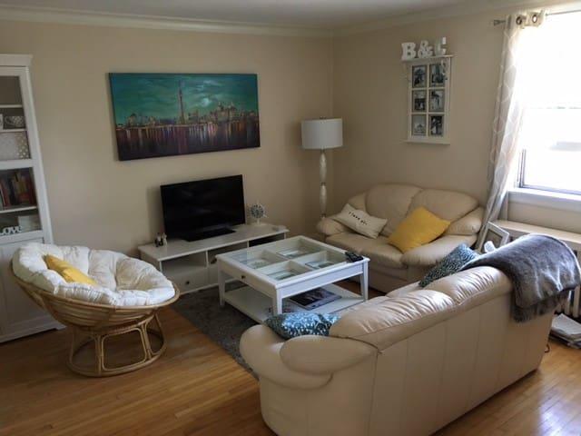 2 Bedroom Apartment in fantastic location!