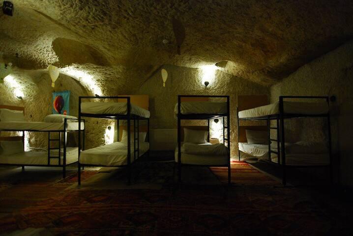 Millennia-old Cave Dorm 2 @Göreme - Göreme - Cueva