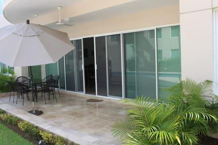 Portovento, amplio departamento en Marina, Ixtapa.