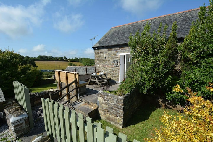 Robin's Nest - a charming barn conversion with wood burner near Looe in an AONB. Pet friendly.