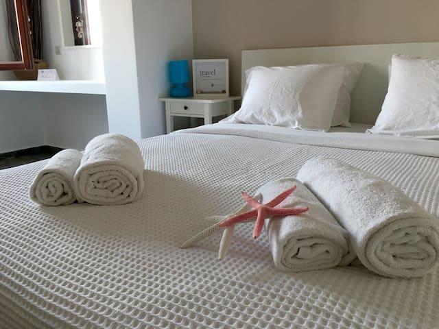 Luxury Sea View Villa in Kamari Beach! - Kamari - Вилла