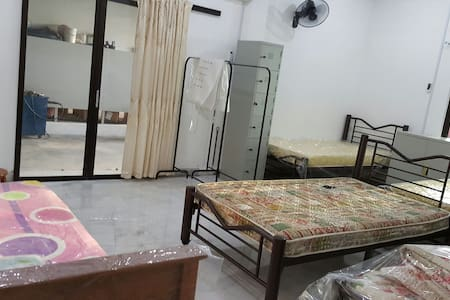 Single/double/family room in rawang - Rawang - Hus