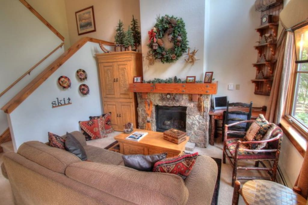1841 Seasons Townhomes living room area
