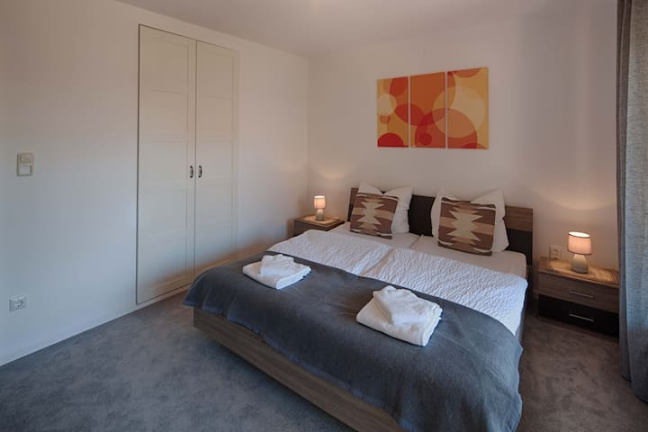 Large room (14,5 qm) with balcony, close to Munich