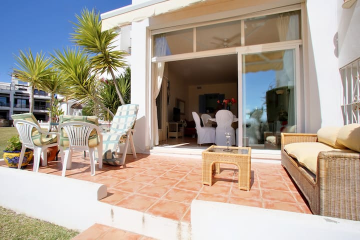 CASARES COSTA BEACH APARTMENT  2 bed Ground Floor - Casares Costa - Byt