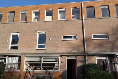 Huis, met tuin in rustige buurt - Voorhout