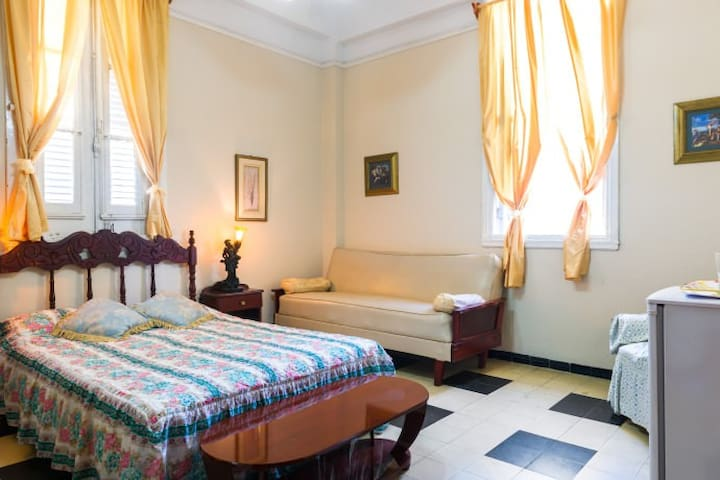 Rent a Room inside Havana's Heart - La Habana - House
