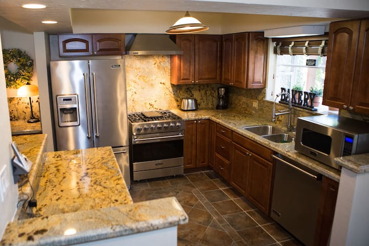 Brand new kitchen, all stainless steel and granite with all new Viking appliances.