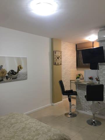 Kikar Azmaut Studio - Netanya - Apartemen