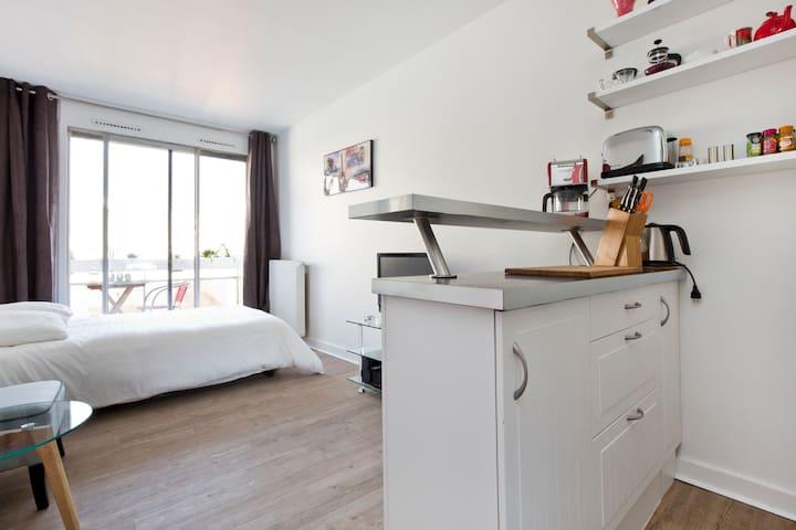 Romantic apartment in central Paris
