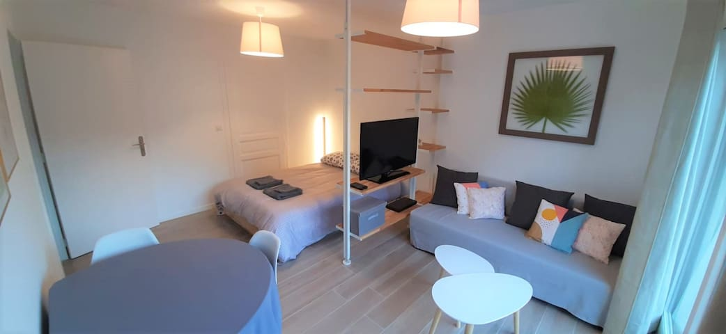 The cocoon by the lack – Private Parking + Wi-Fi