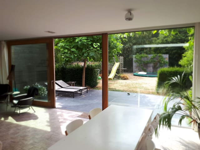 4-BR sunny modern house with SWIMMING POOL summer