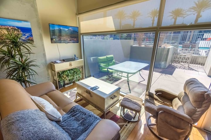 Stunning 1 Bed Condo Downtown/Pool/Strip