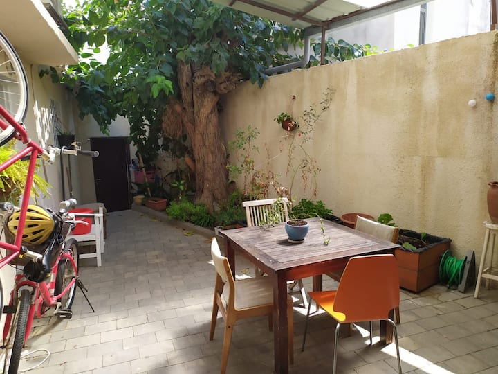 Beautiful Apartment with a Garden in North Yaffo