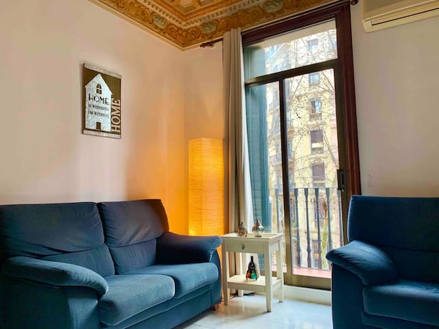 Single cozy room in the city center with breakfast