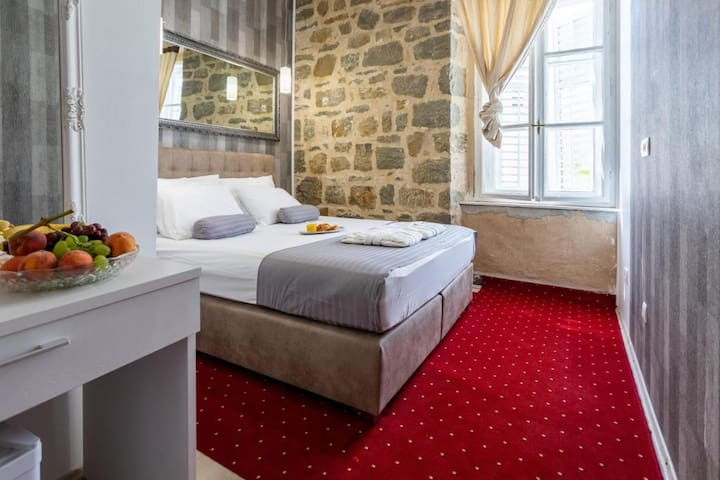 2 People Deluxe B&b located in the heart of Split