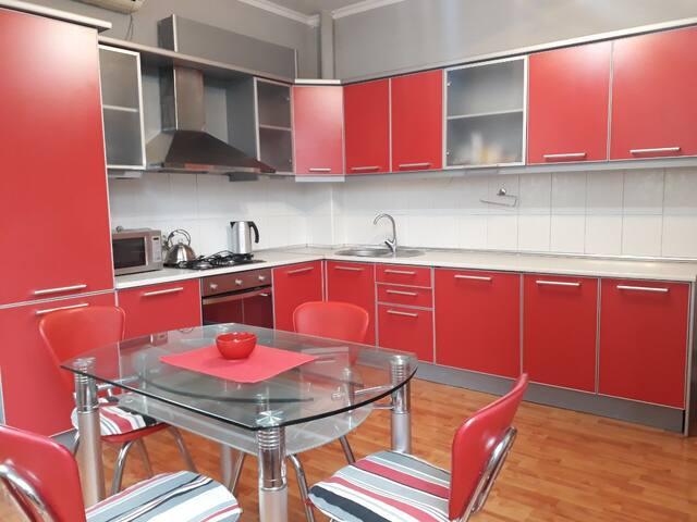 Отличая квартира в центре, 130 кв.м. с ремонтом!
