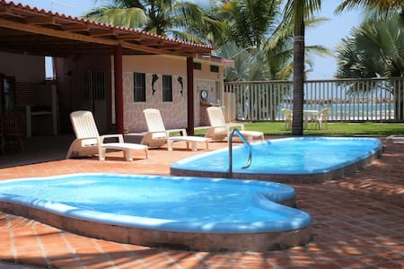 Casa a pie de Playa, Frente al Mar & Jacuzzi ⛱