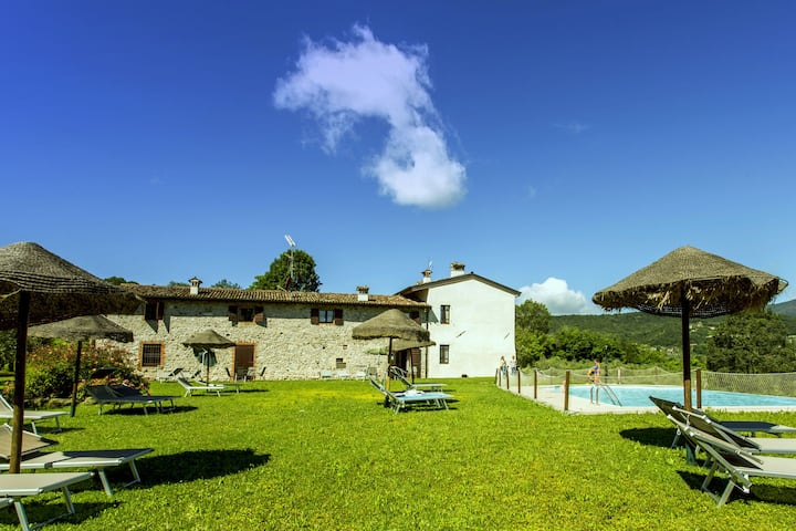 Lujosa casa de vacaciones con piscina en Salò