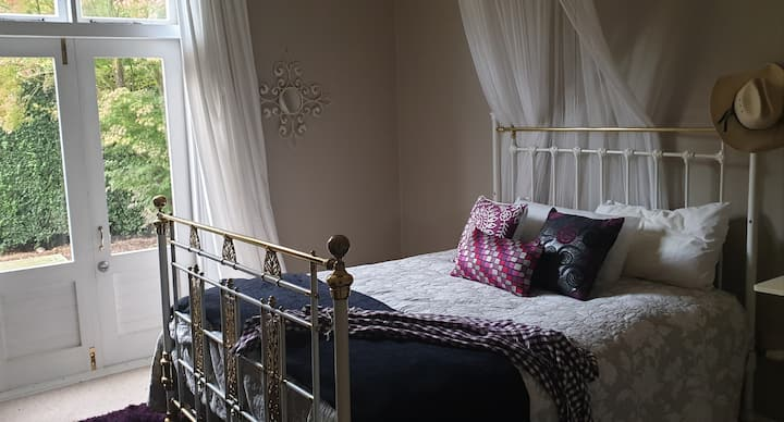 Windhaven Bed and Breakfast - Luxe Queen Bed Room