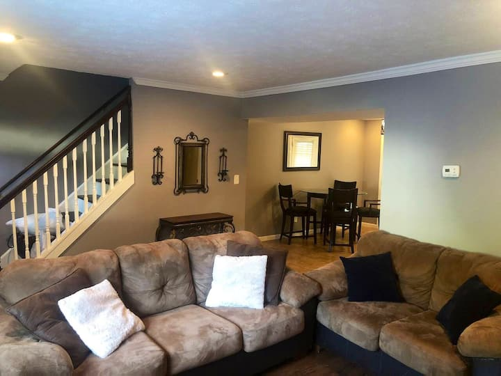 Cutie patootie townhome 7min from downtown Atlanta
