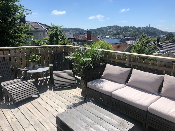Koselig leilighet i sentrum med solrik terrasse