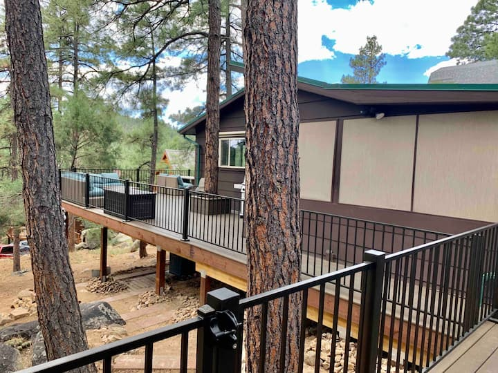 Cozy Cabin in the Pines w/Deck, Hot Tub & more