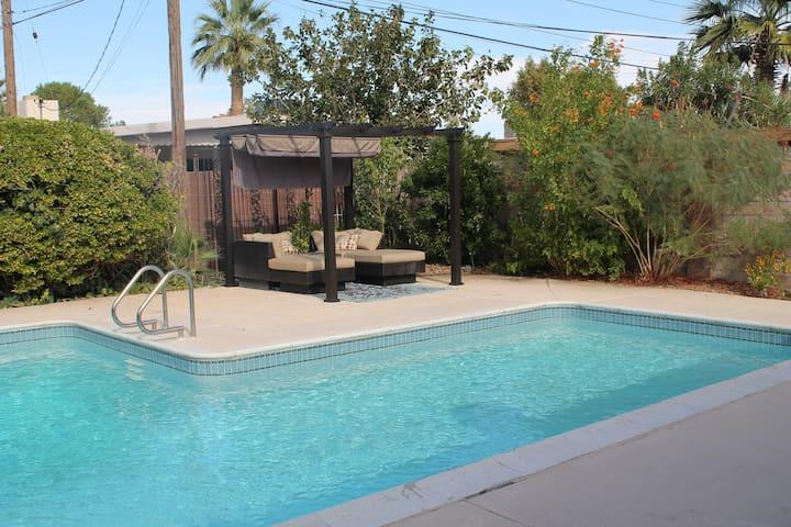 Downtown Living/Pool/Strip