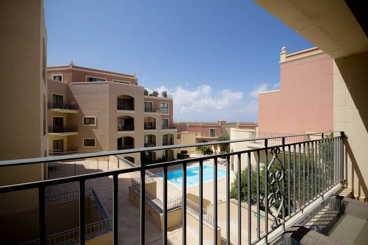 Spacious 3 bedroom apartment in Mellieha with pool