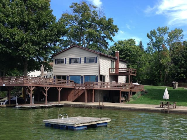 Waterfront Findley Lake Retreat With All Amenities