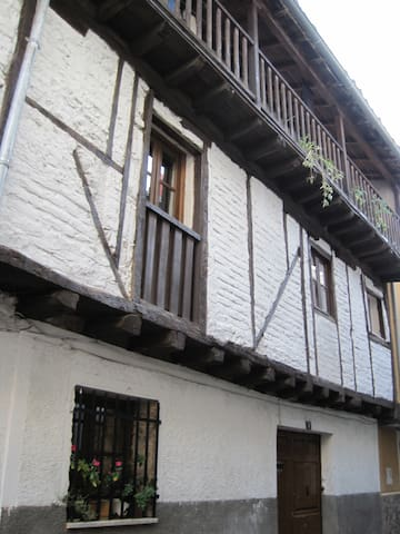 Charming village house at Gredos - Candeleda