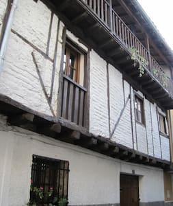 Casa típica de pueblo en Gredos - Candeleda - Haus