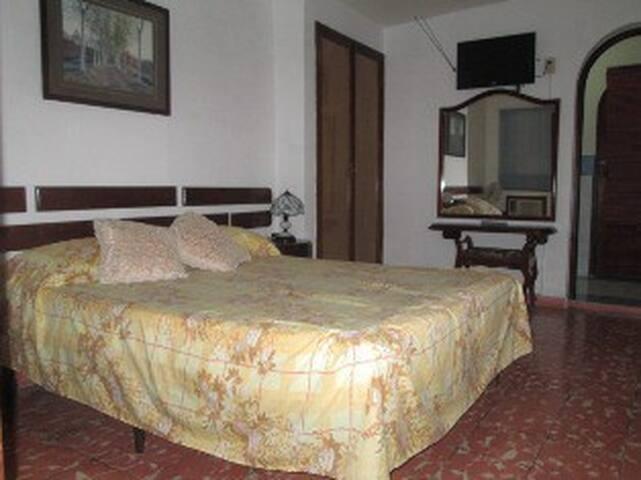 Hostal Bayamo-Room1