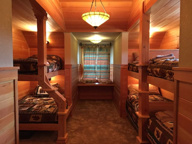 Bunk Room at Cascade Mountain Lodge
