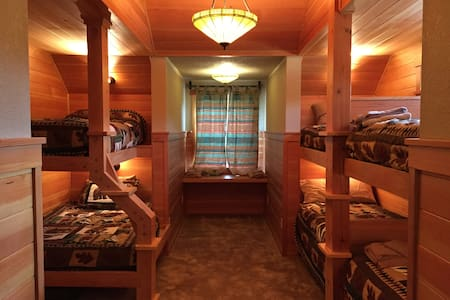 Bunk Room at Cascade Mountain Lodge - 里昂(Lyons)