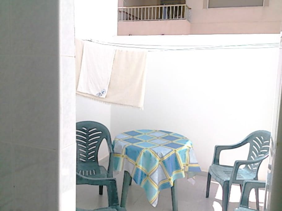 El mejor momento del patio: La hora del desayuno. Es el lugar mas fresco a esta hora. Un verdadero placer desayunar al fresco de la mañana