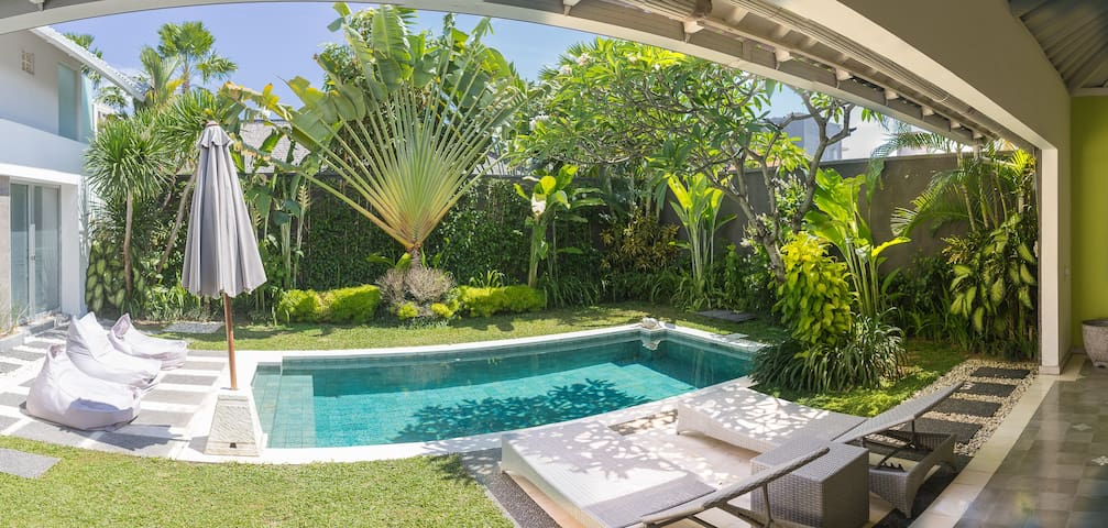 IRMA 2 bedrooms Villa in the heart of Seminyak. - Güney Kuta