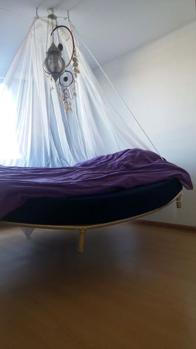 Swinging bed in the sleepingroom