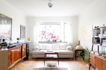 Charming 2-room apt, great location
