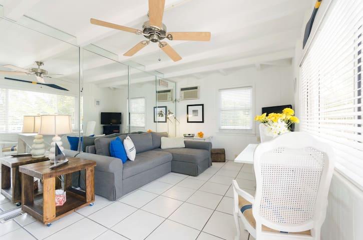 "Gulfside Suite 9  ~ ""Boat House"" - St Pete Beach - Apartamento"
