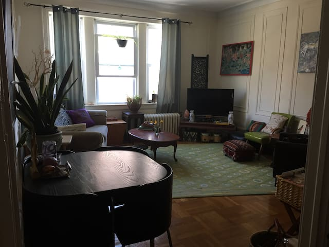One-bedroom apt in the heart of MTC - Montclair - Leilighet