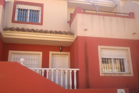 Cheap room in a wonderful house - Alumbres - Hus