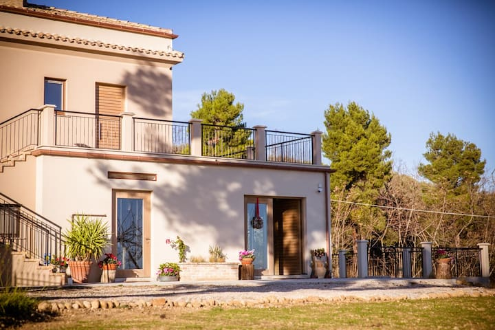 Rooms in the Farmhouse!! - Atri - Bed & Breakfast