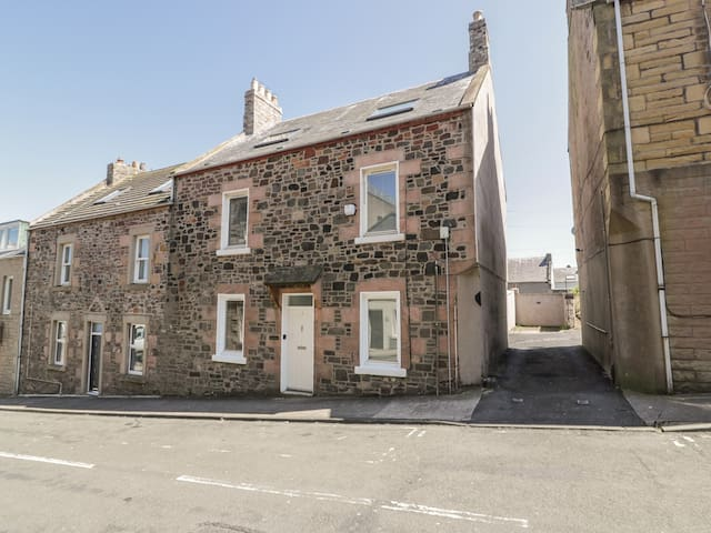 DRIFTERS, pet friendly, with a garden in Eyemouth, Ref 954025