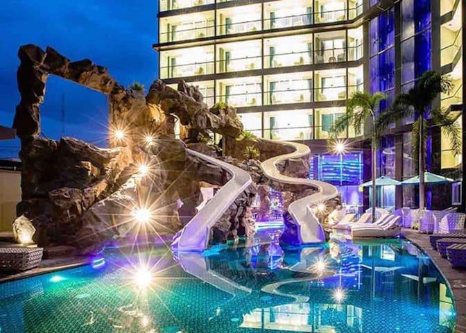 Pattaya Pool View Studio 1 King Bed+Walking Street