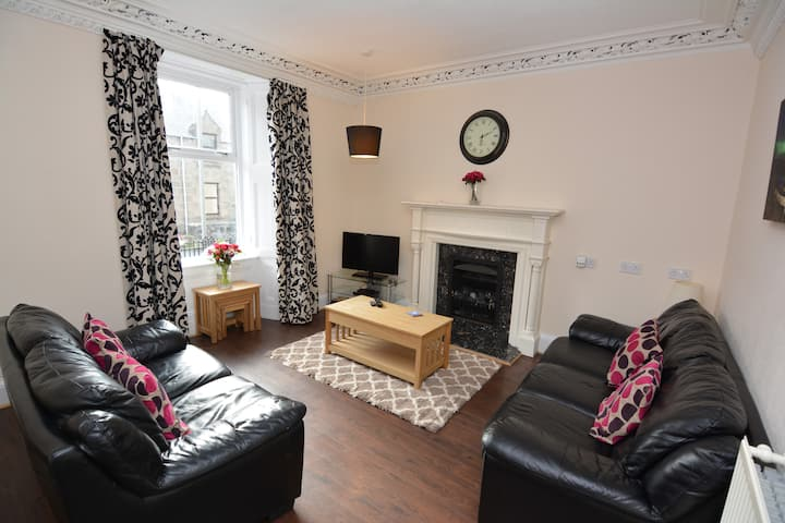 Central spacious 2 bedroom ground floor apartment