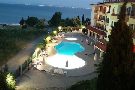 Beautiful Ravda Seaside Apartment - Ravda - Huoneisto